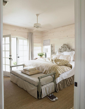 Who ever said white is not a color was surely mistaken. This bedroom